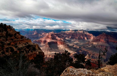 Image for A 70-year-old woman fell to her death at the Grand Canyon National Park