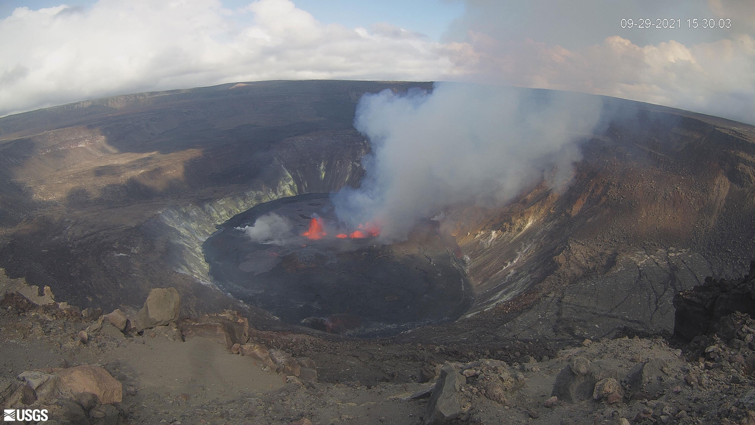 A Hawaii volcano that recently erupted for five months has started spewing lava again