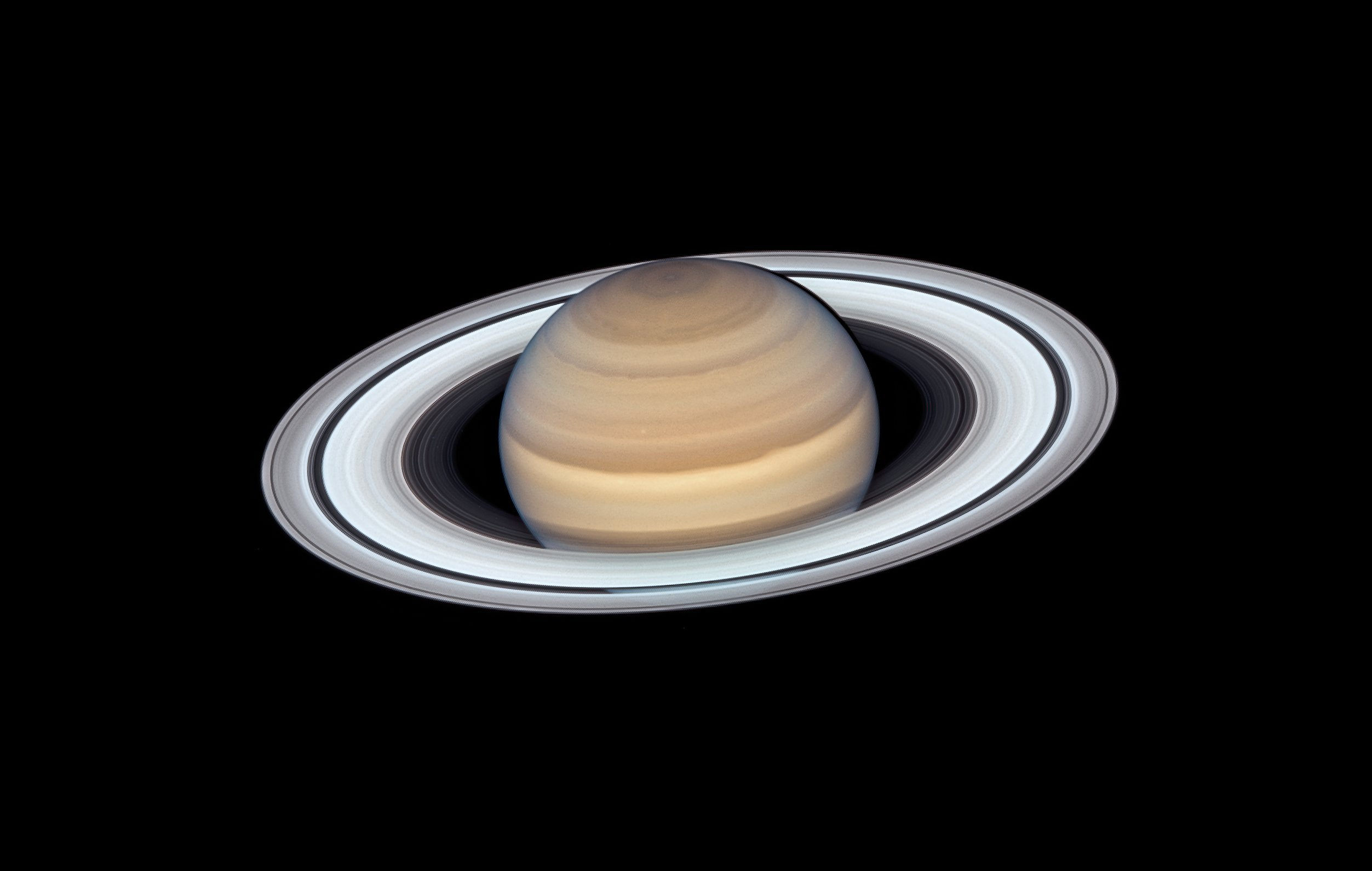 Hubble snaps new portrait of Saturn