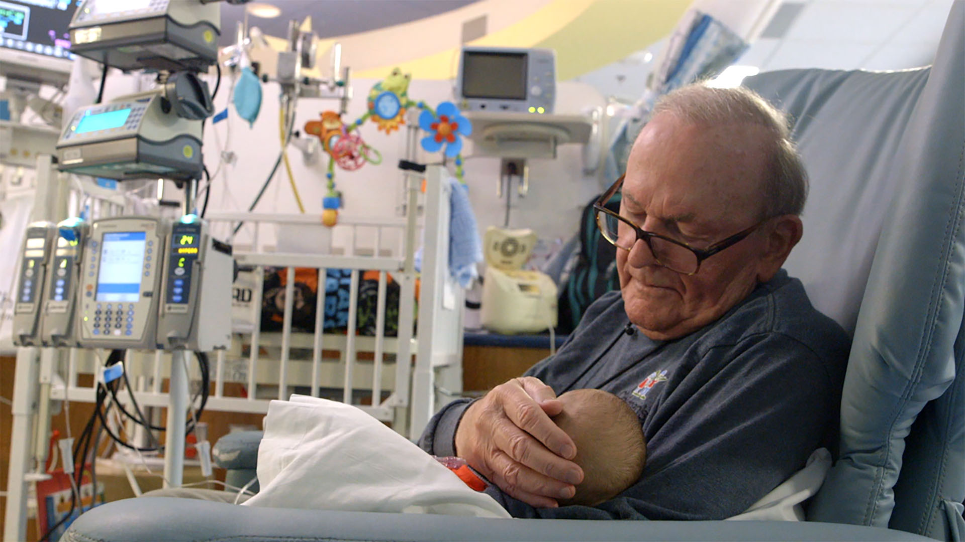 'ICU grandpa,' who cradled sick and premature babies, has died