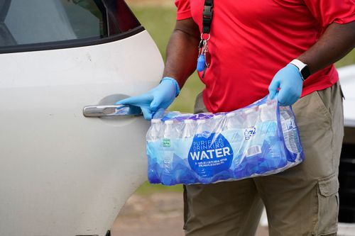 Image for Jackson, Mississippi, gets clearance to lift boil water notices weeks after brutal winter storms