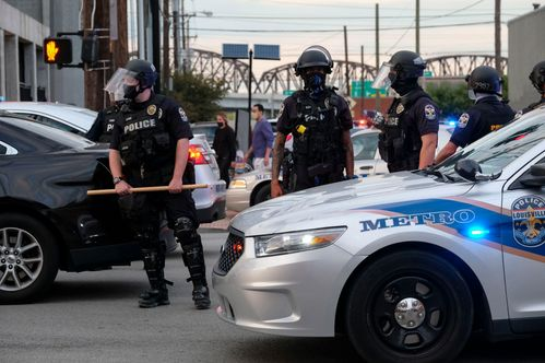 Image for A Proposed Kentucky Bill Would Make It a Crime to Insult or Taunt a Police Officer