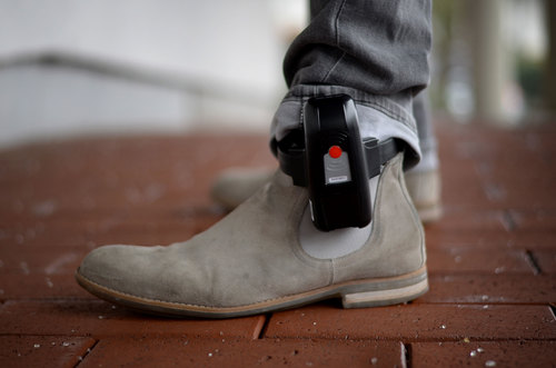 Image for Ankle monitors ordered for Louisville, Kentucky residents exposed to Covid-19 who refuse to stay home