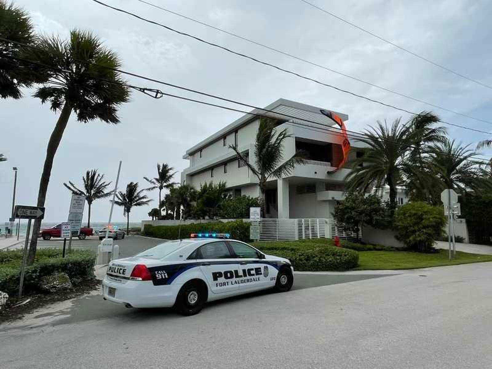 Kite surfer dies after slamming into Fort Lauderdale home