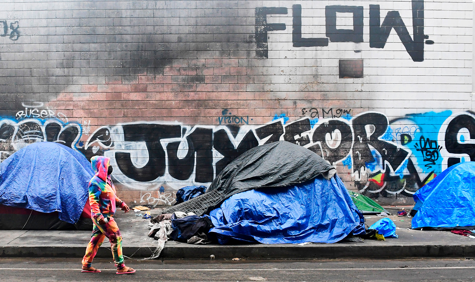 All homeless people on Los Angeles' Skid Row must be offered housing by the fall, judge orders