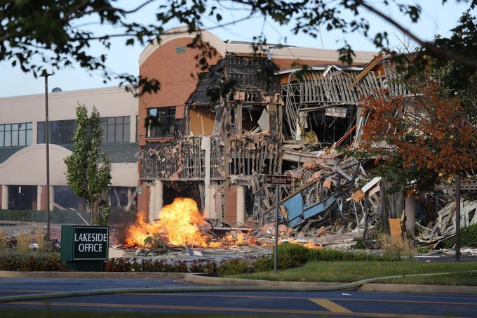 Gas explosion levels part of a building in Maryland shopping center