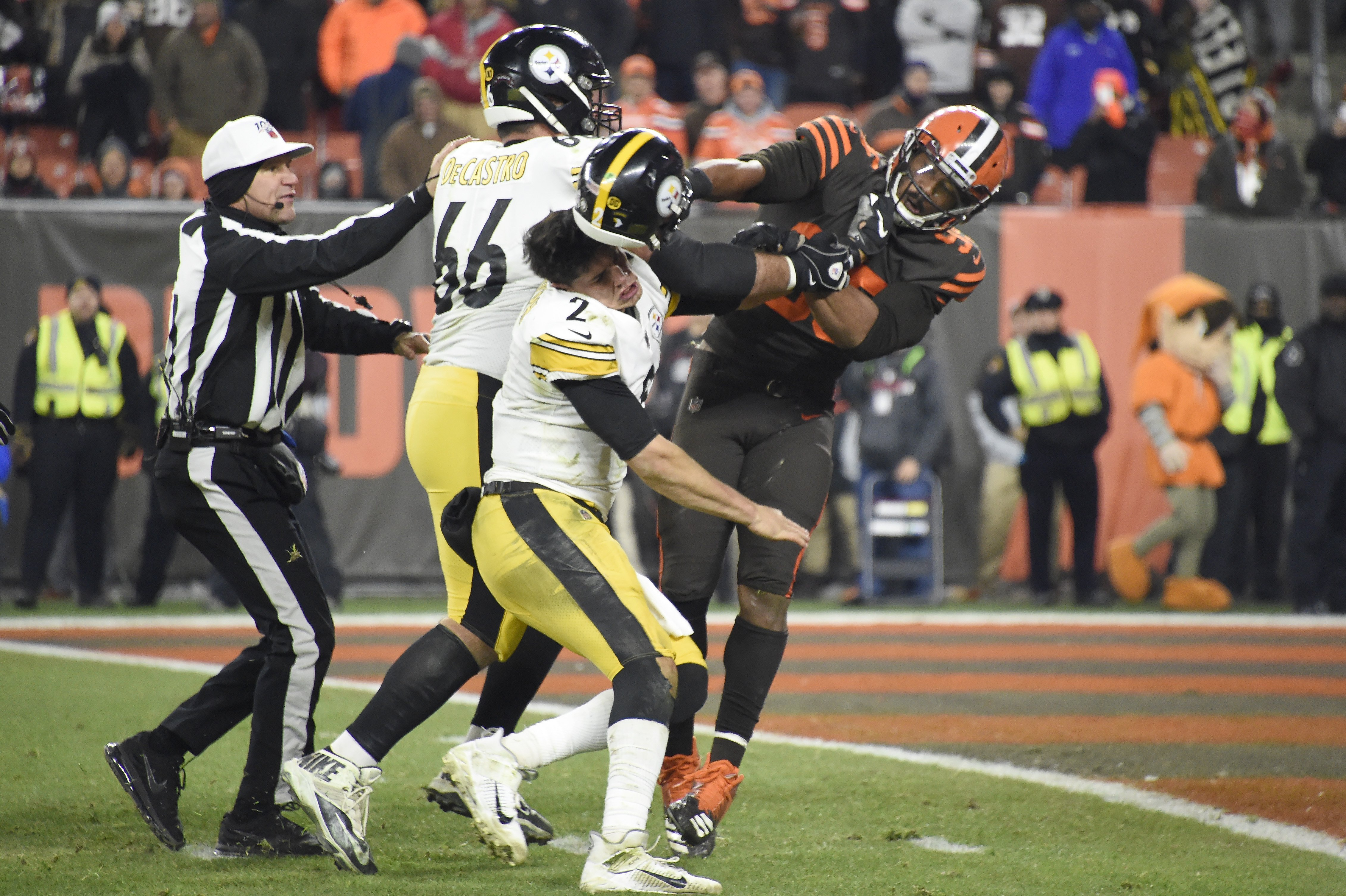 Steelers quarterback Mason Rudolph apologizes for his role in helmet-swinging brawl