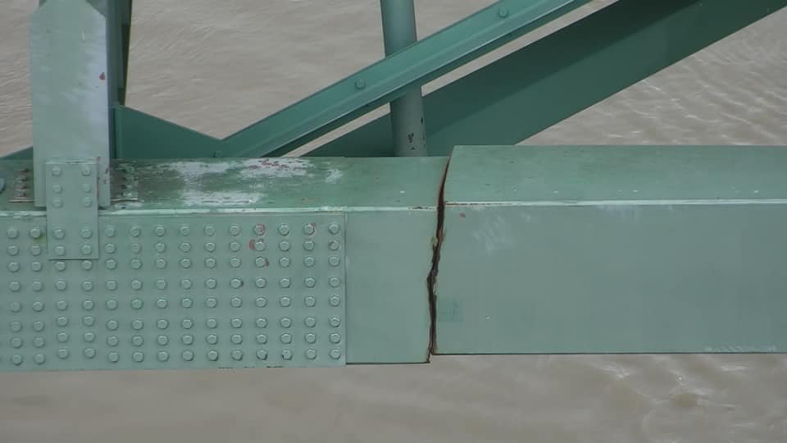 The employee responsible for inspecting the cracked Memphis bridge has been fired