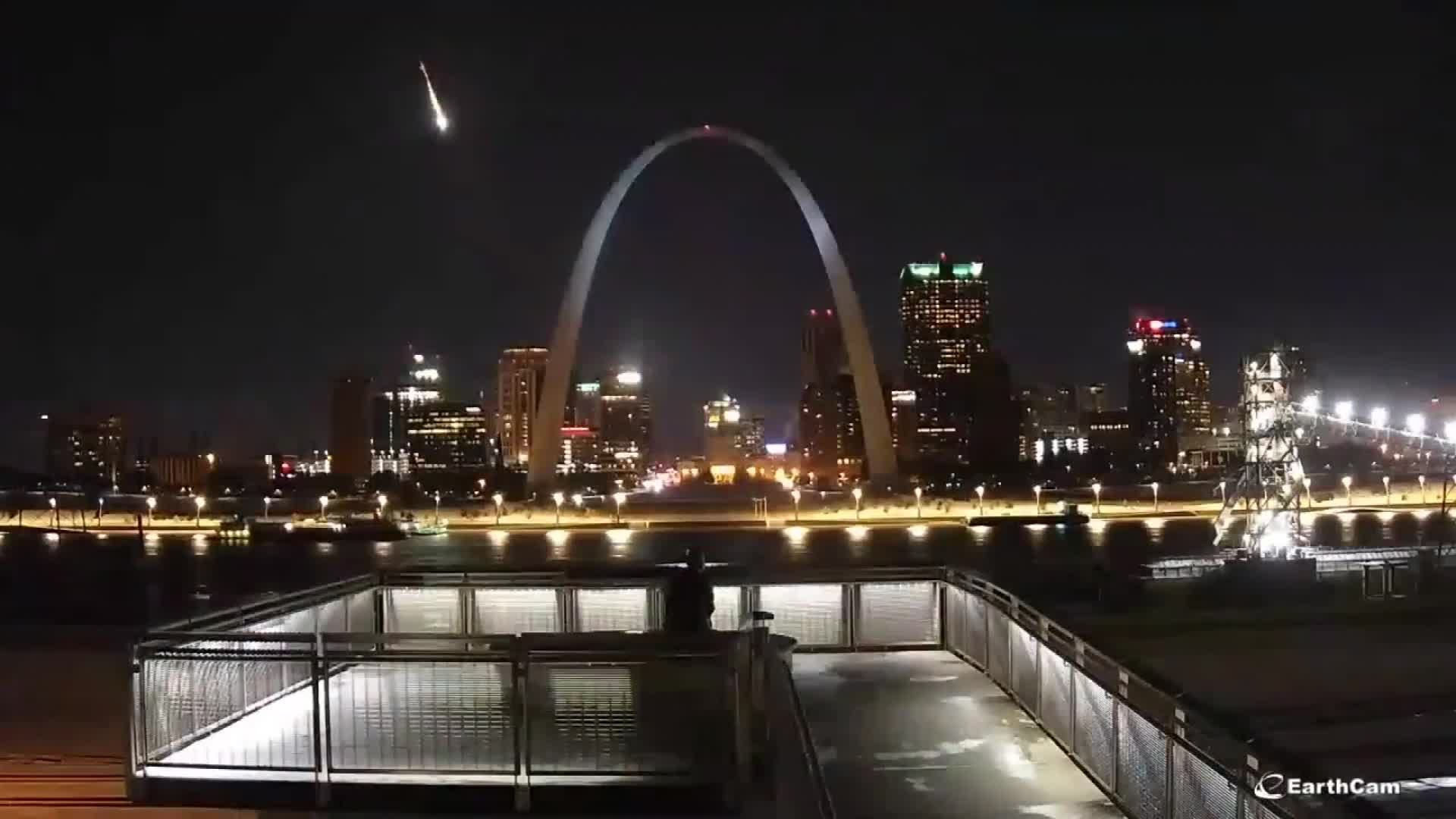A bright meteor streaks through the Midwest sky