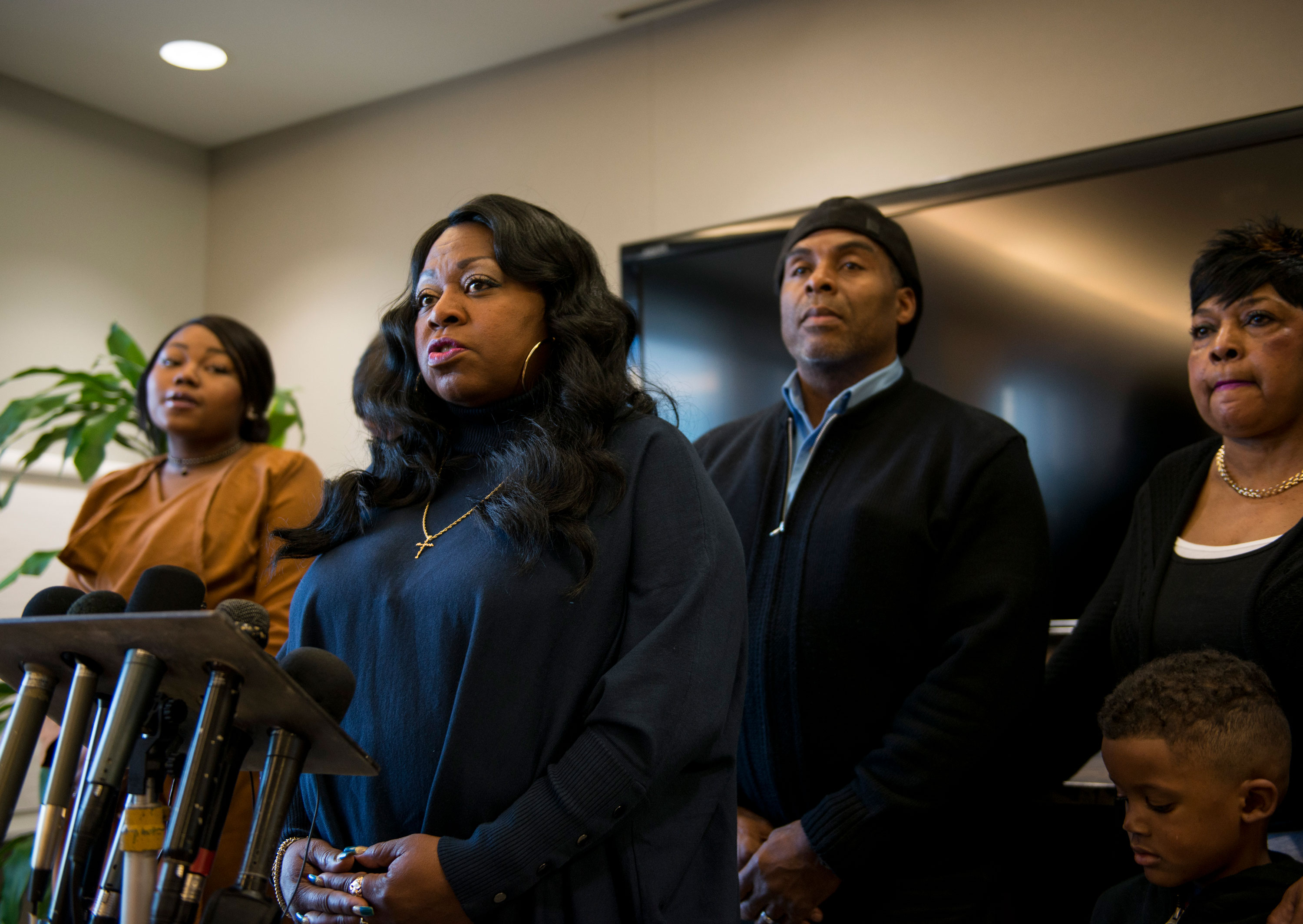 Minnesota changes its driver's manual after Philando Castile's mother pushes for updates