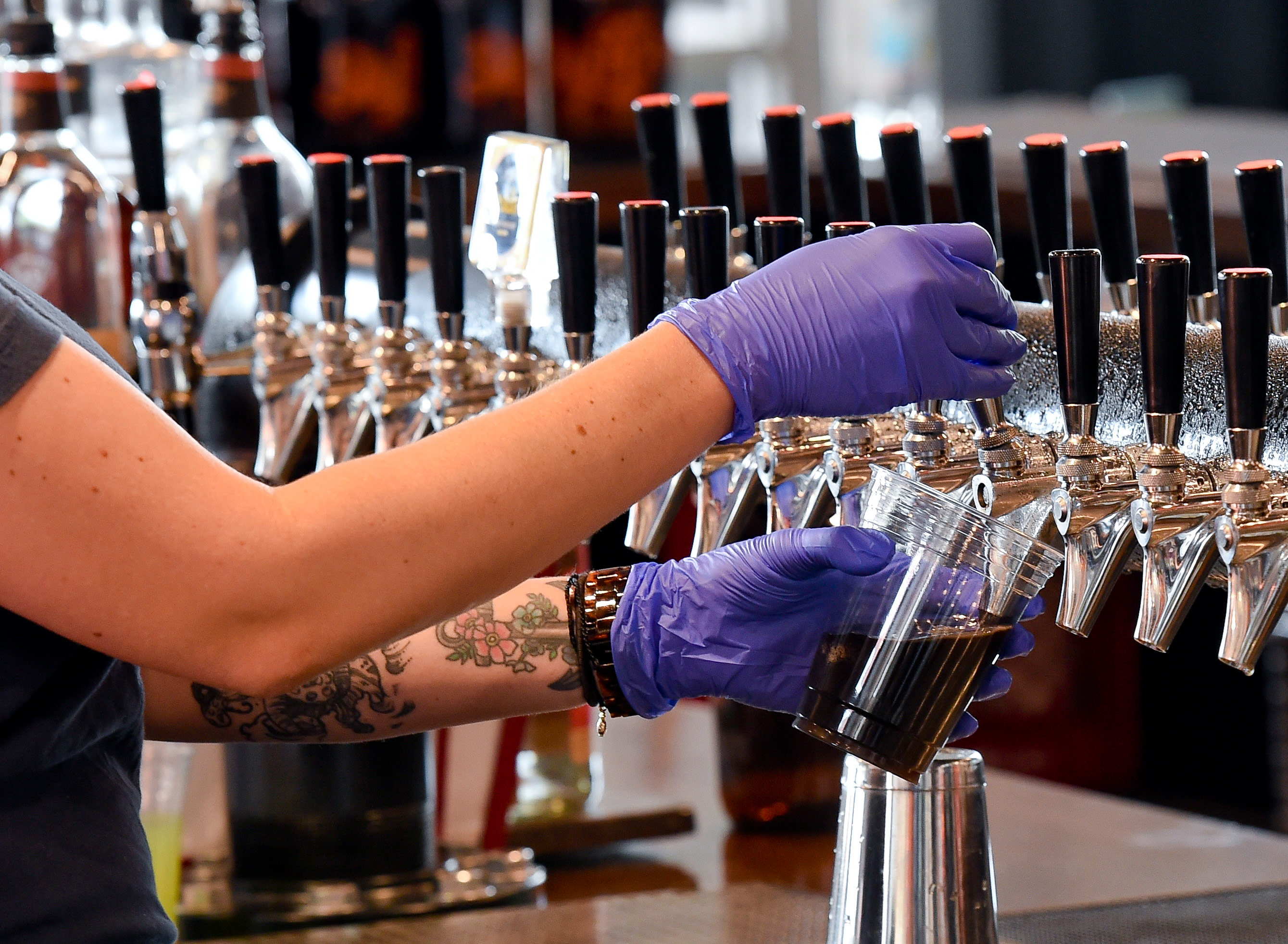 Pennsylvania to ban alcohol sales at bars and restaurants on Thanksgiving eve in effort to stop coronavirus spread