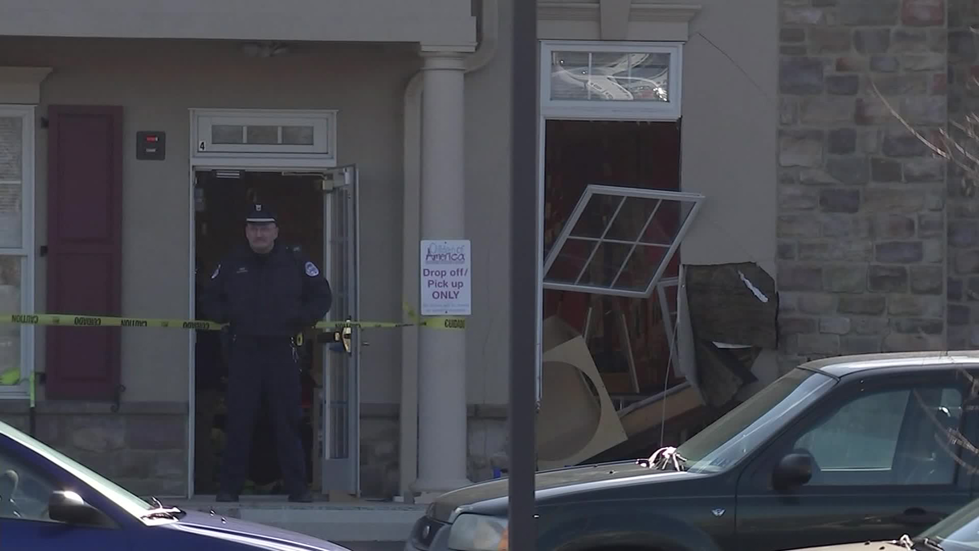 4 kids, from 3 to 4 years old, were taken to a hospital after a car crashed into a Pennsylvania day care center
