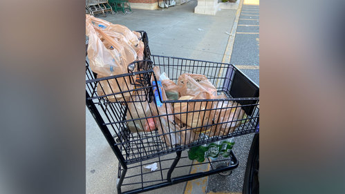Image for A Rhode Island police officer bought groceries for an elderly shut-in who had no food at home