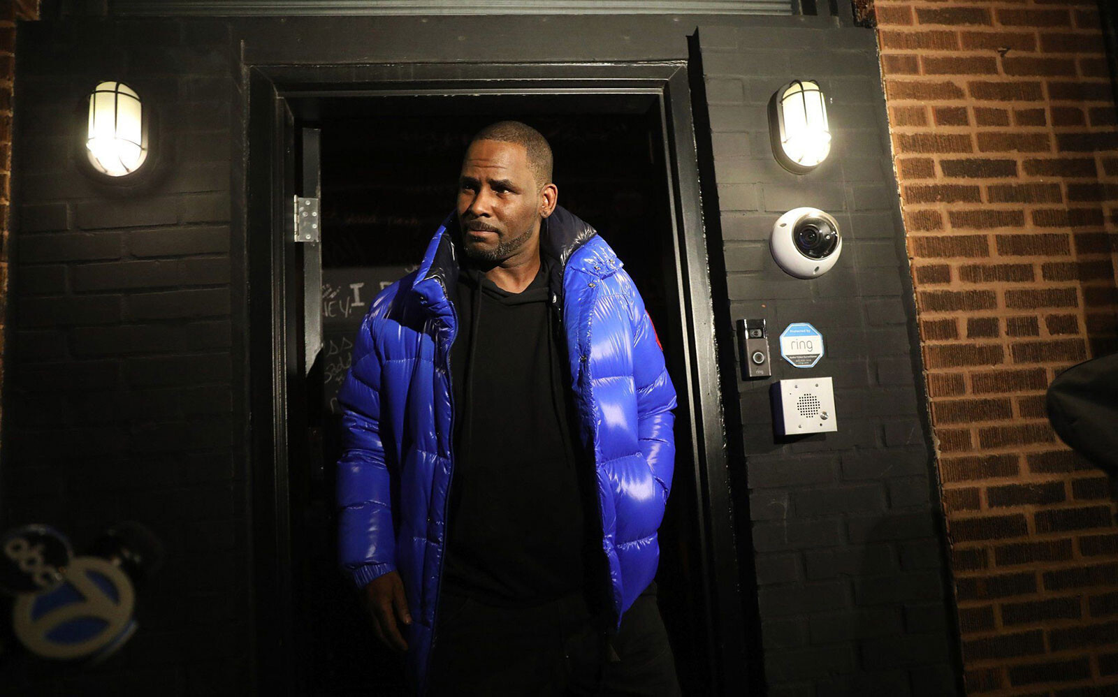 Testimony from former R. Kelly girlfriend gives window into life together