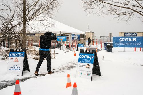 Image for US government expects 'widespread delays' in Covid-19 vaccine shipments due to severe weather