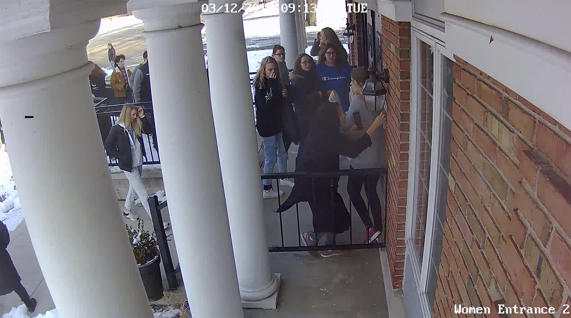 As a school shooting unfolded, a teen opened her mosque doors to shelter fleeing students