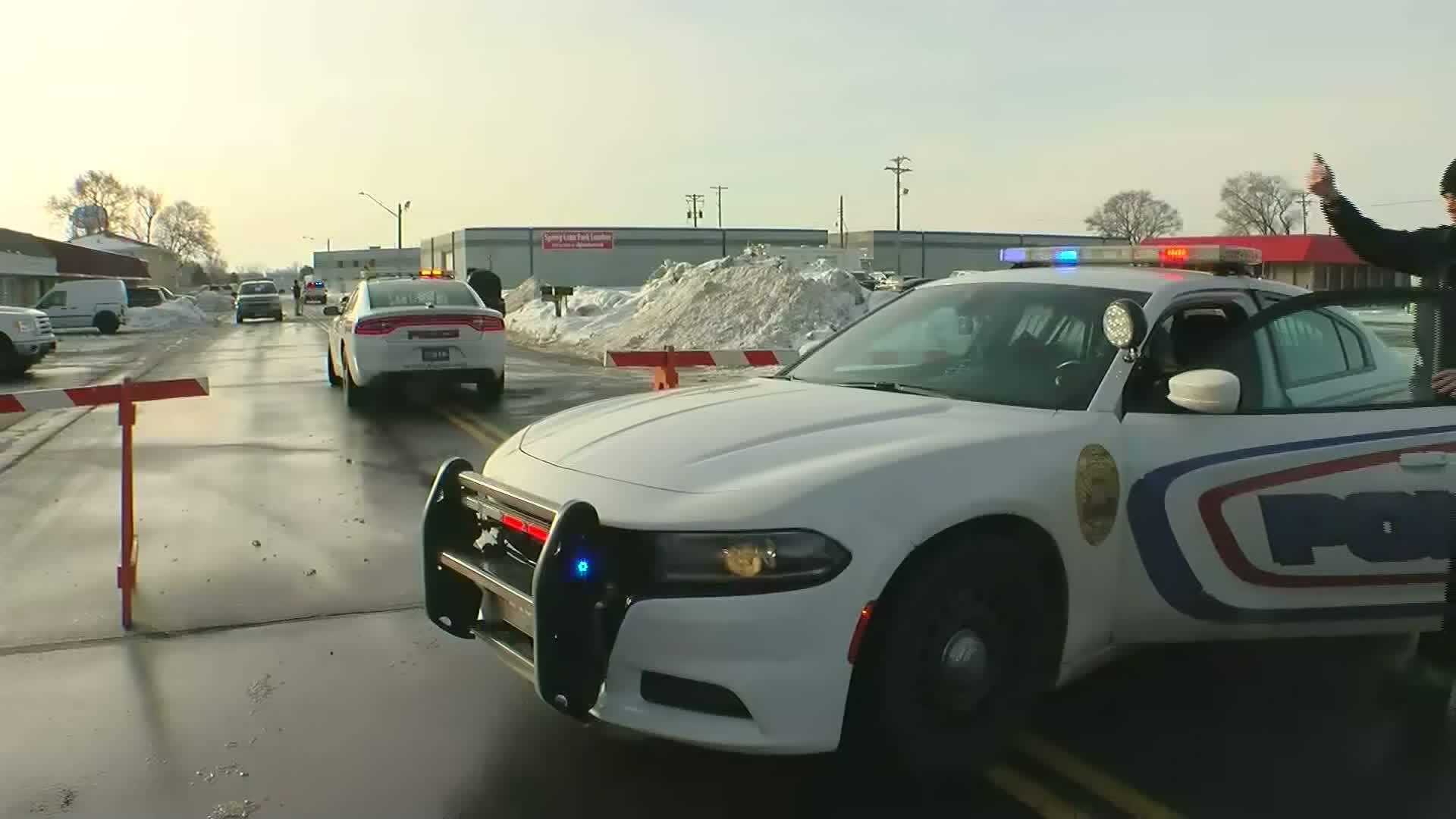 Shooting outside Minnesota restaurant leaves one dead, 6 injured