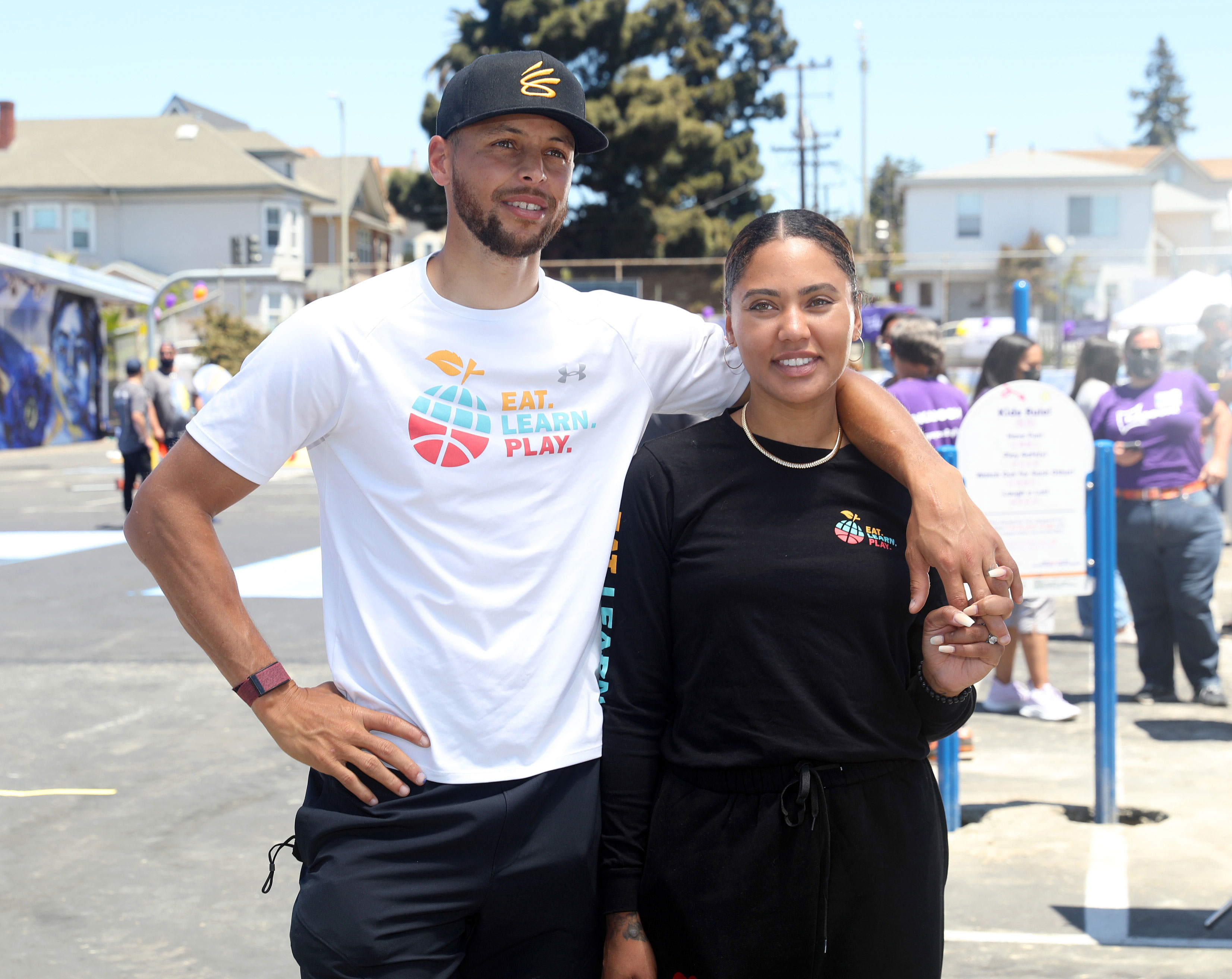 Steph and Ayesha Curry help remodel an Oakland elementary school playground