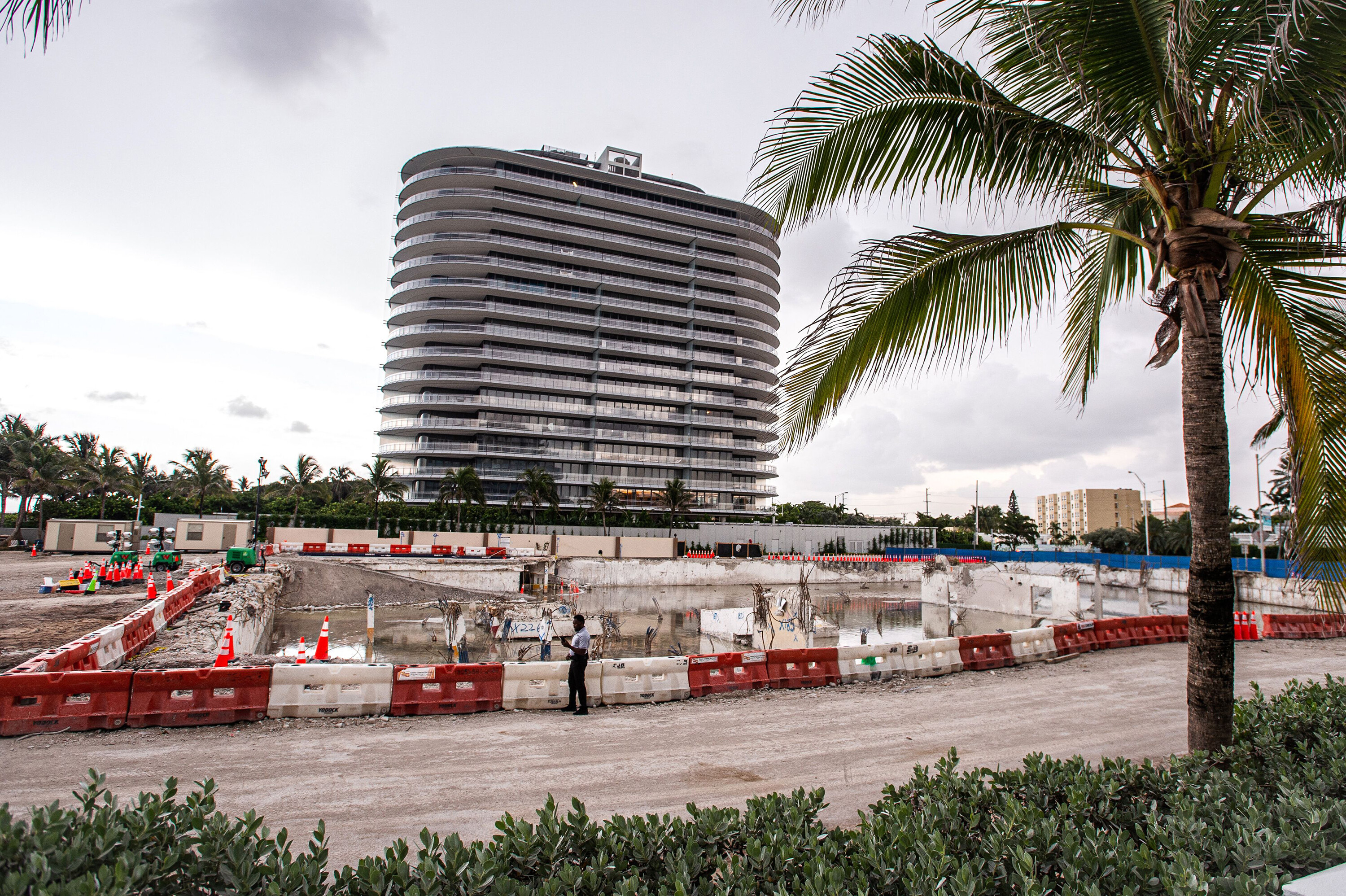 Miami-Dade police to take over search efforts at the Surfside condo building collapse site