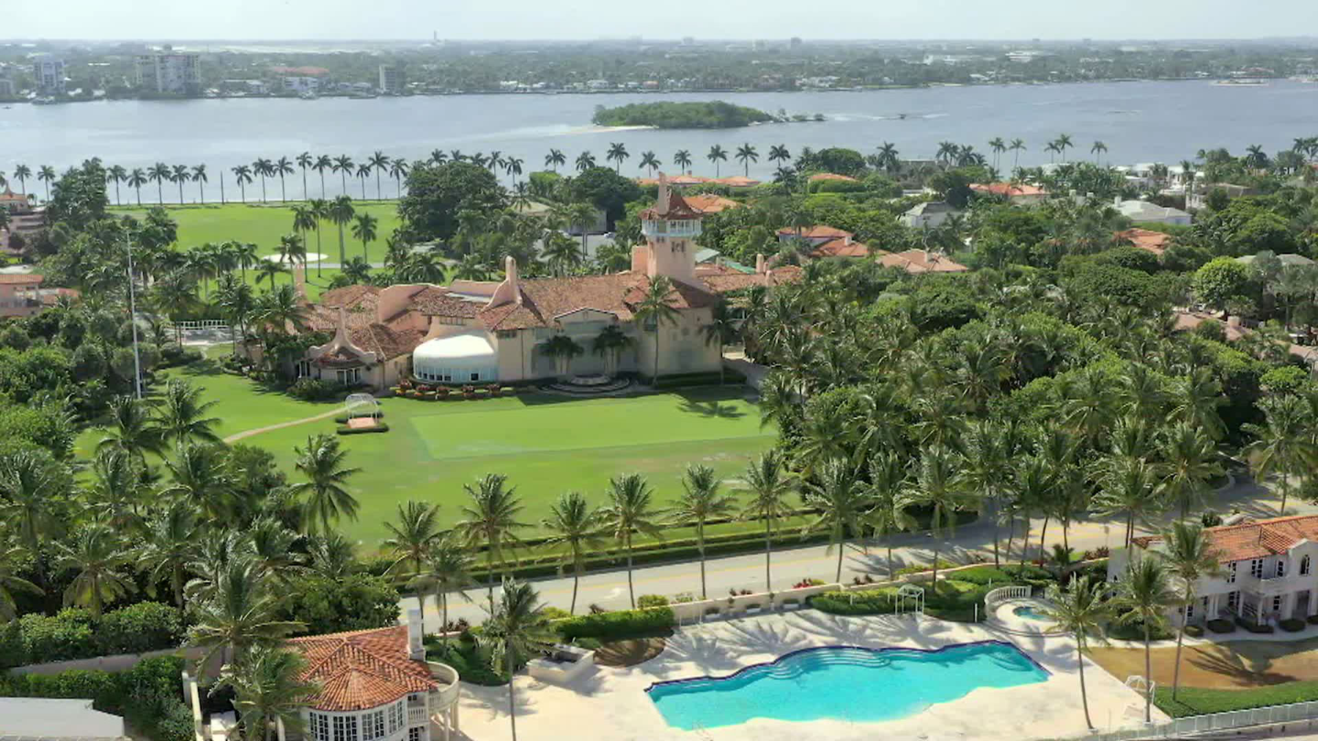 Three teens arrested at Mar-a-Lago after fleeing from police