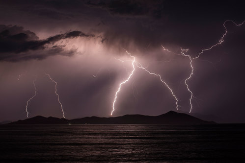 Image for Thunderstorms can trigger asthma attacks that need hospitalization, study says