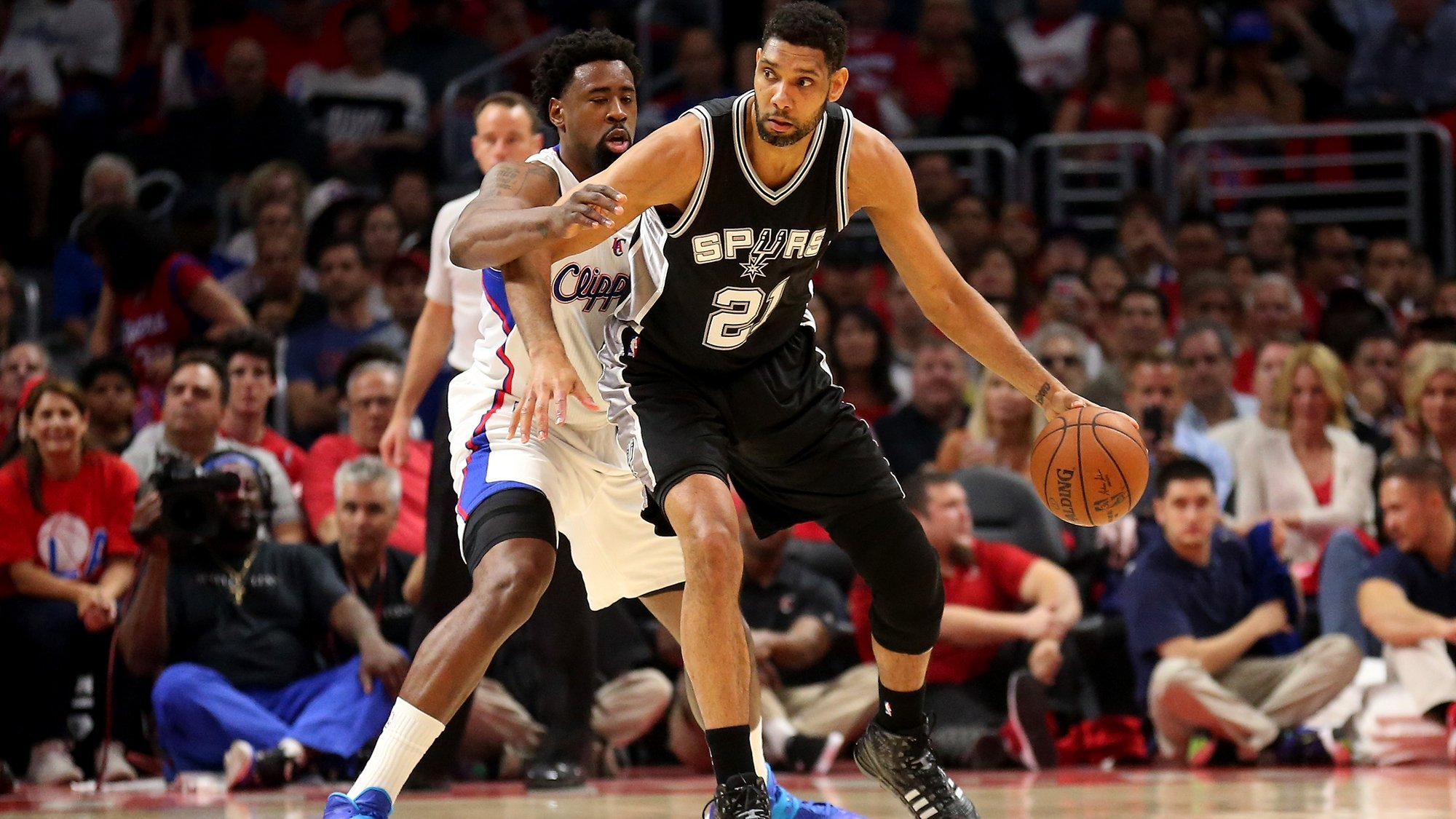 Tim Duncan returns to the NBA as a coach for the San Antonio Spurs
