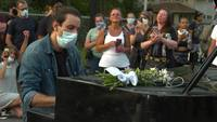 A traveling pianist played to protesters outside George Floyd's memorial to help Minneapolis heal