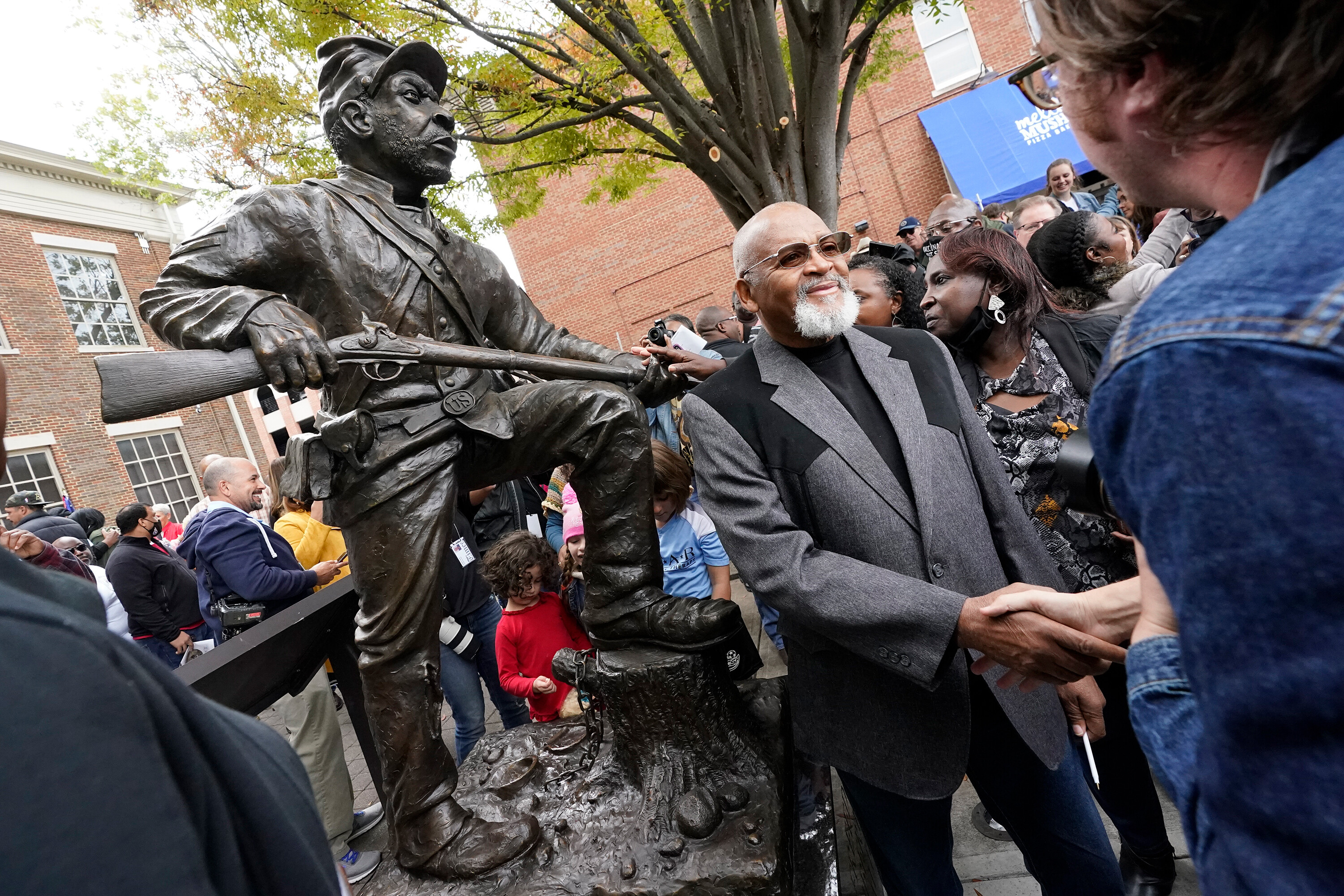 A statue honoring the US Colored Troops was unveiled across the street from a Confederate monument in Tennessee