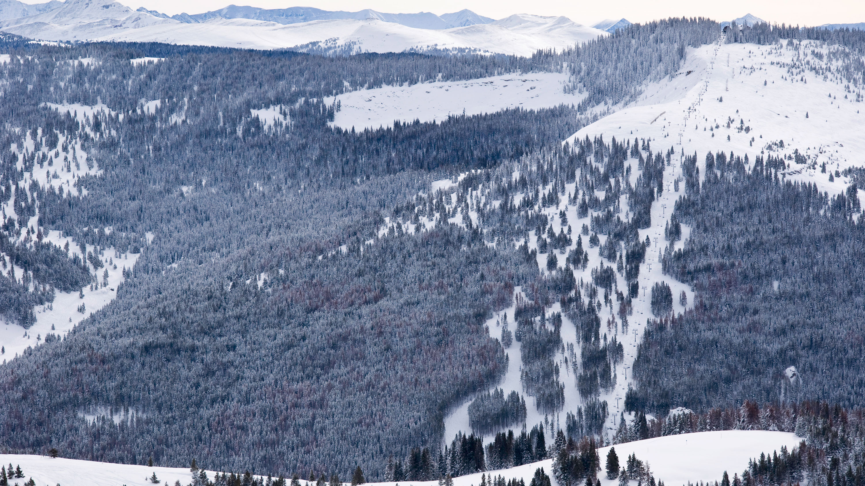 Colorado skier dies from asphyxiation by his coat on a chair lift