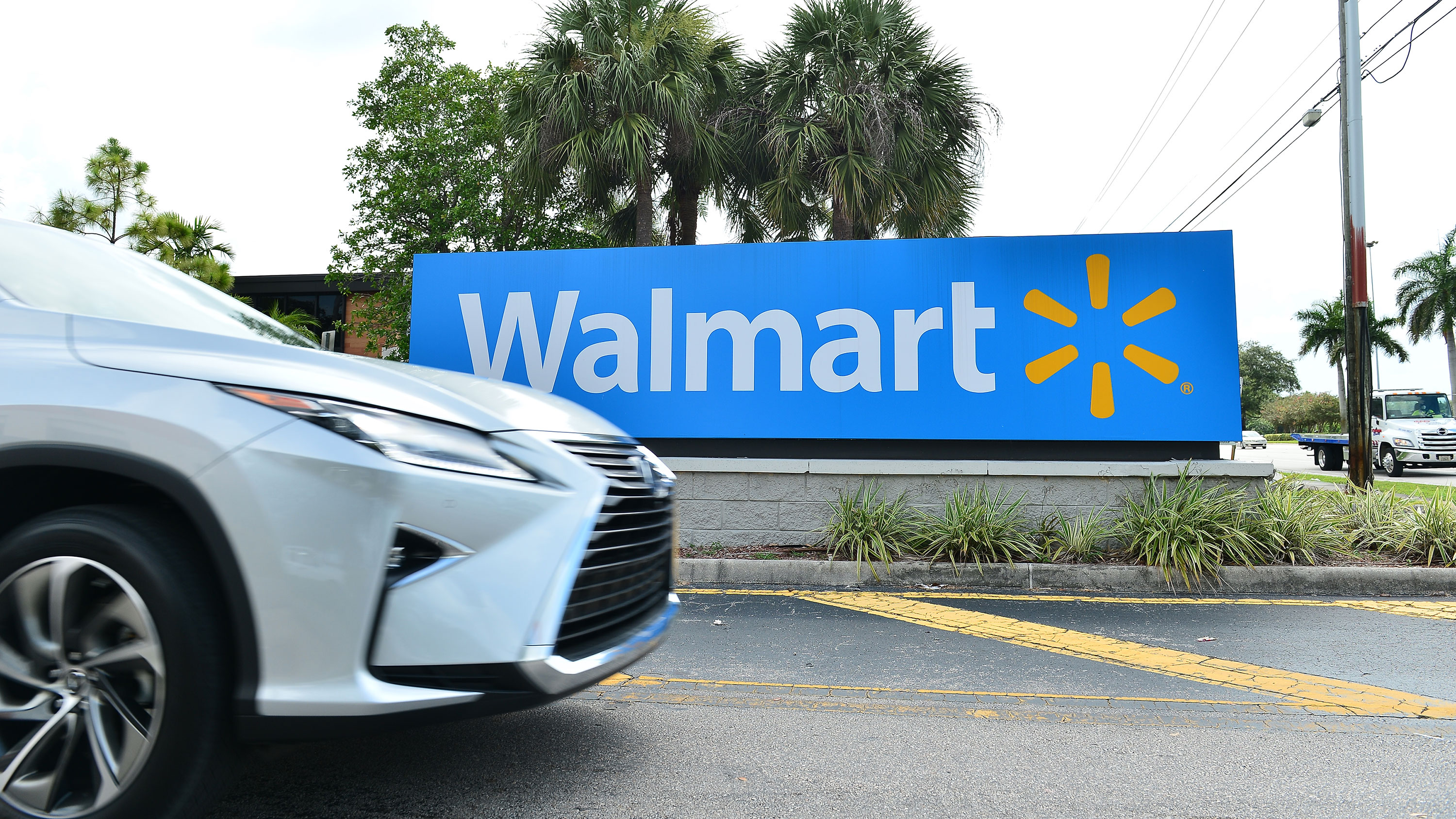 Starting this weekend, Walmart is converting its parking lots into free drive-in theaters