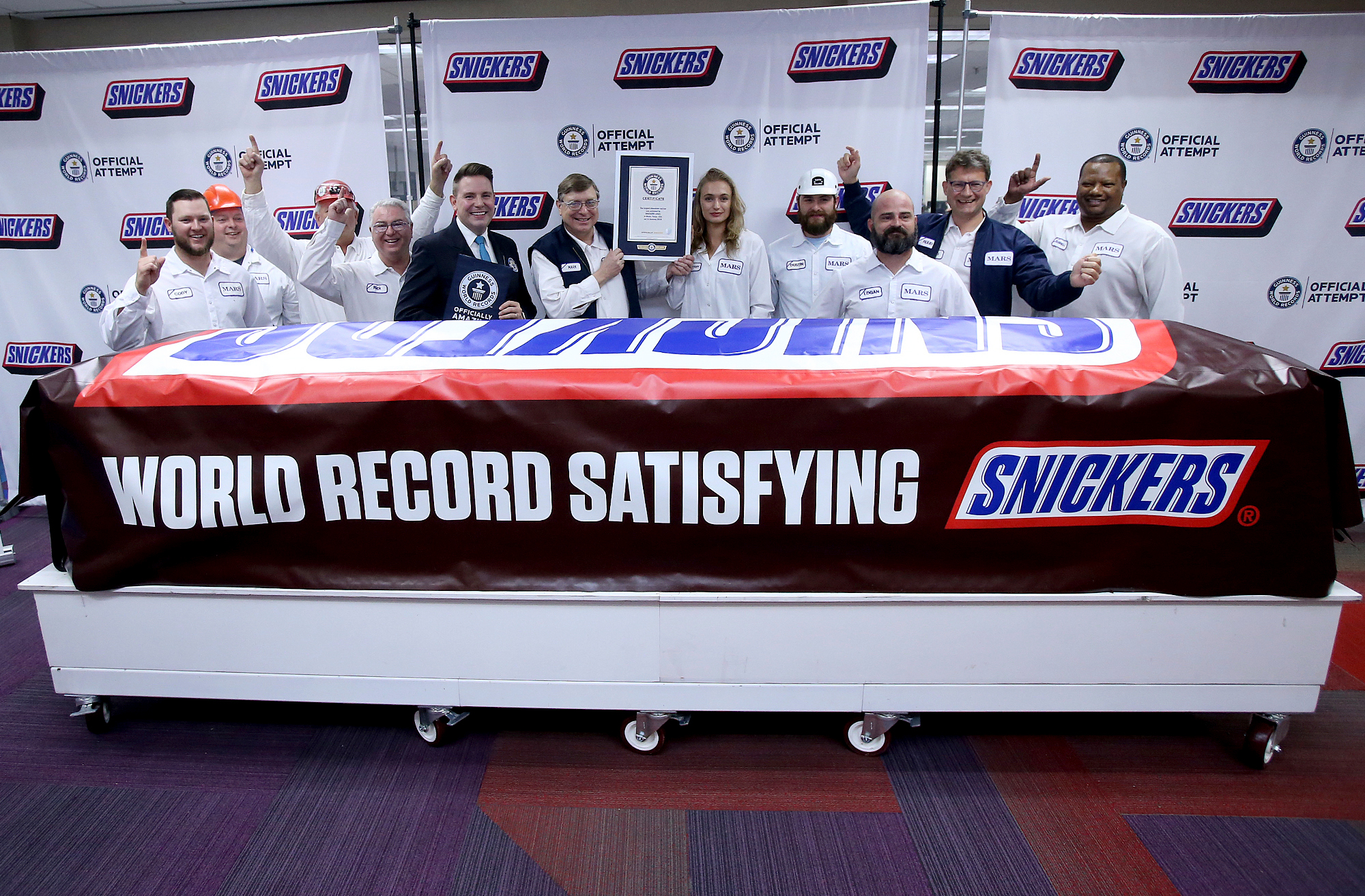 World's largest Snickers bar is the size of 43,000 single-size candy bars put together