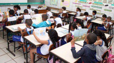 Alunos-em-sala-de-aula-escola-Heitor-Dias-foto-Gidelzo-Silva-Secom-Ilhéus-07-08-13-4