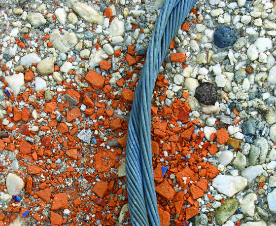 Junkyard cable divide