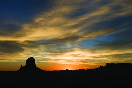 Monument valley sunrise i