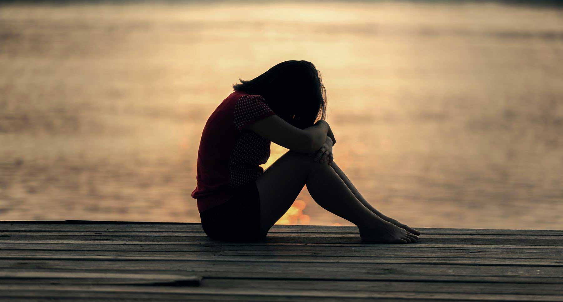 How-to-Stay-Resilient-When-Rejection-From-Friends,-Family,-or-Relationships-Is-Hurting-Your-Self-Esteem-TheHopeLine-Support