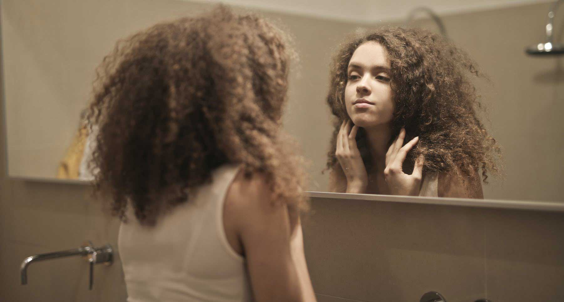 6-Ways-to-Stop-Obsessing-Over-What-You-See-in-the-Mirror