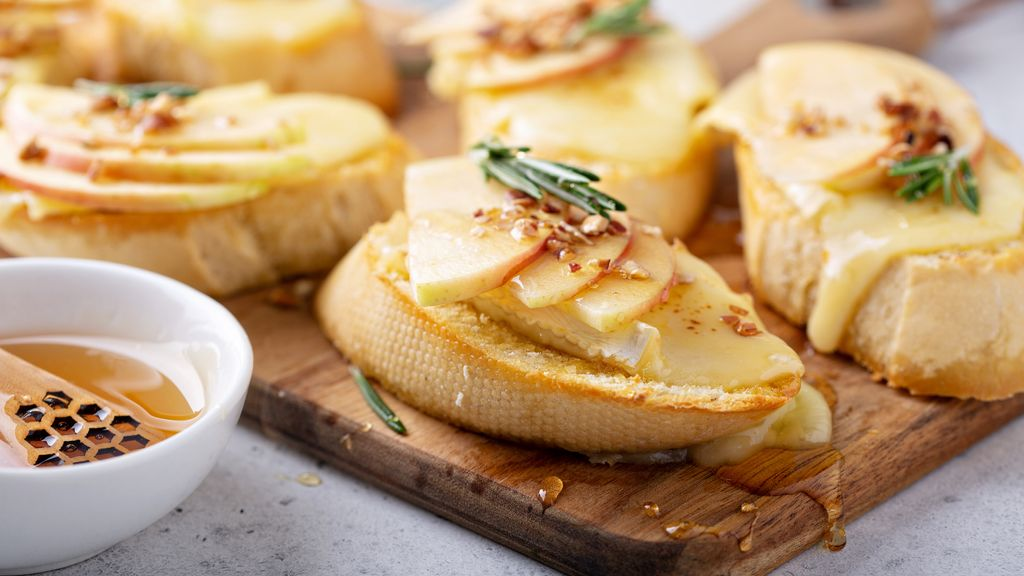 Apple Brie Bruschetta