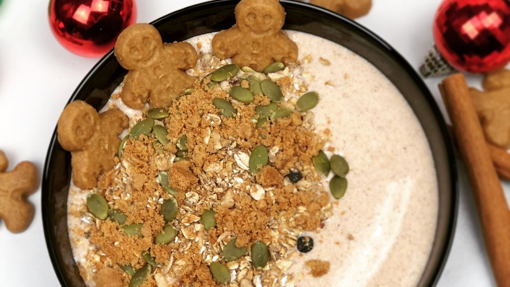 Gingerbread Smoothie Bowl