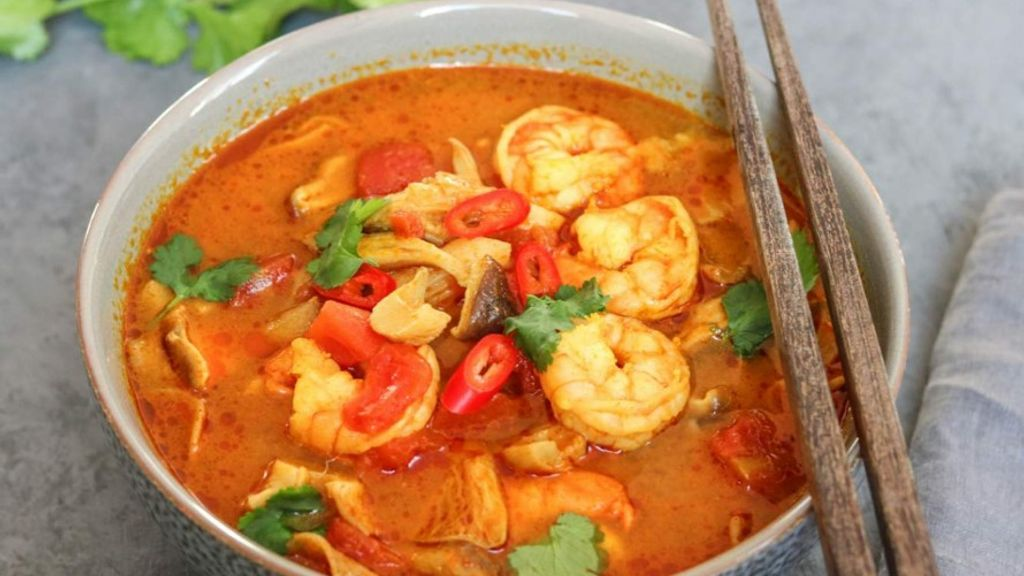 TOM YUM SOUP WITH SHRIMPS