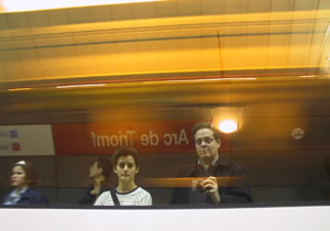 Arnauti | Clea & Arnauti waiting for underground | Barcelona, Spain