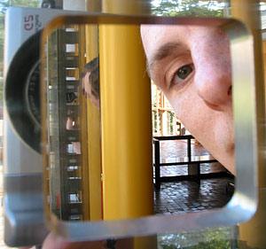 Pal Kossowski | Just peeping | Japan