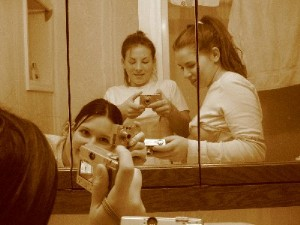 Lisa Ludwig | 3 hot drunk chics in the bathroom | zee bothrume off luren