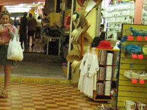 Dawn Nakaya | shopping at mercado 28 | mercado 28, cancun