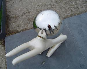 Roelof Schram | Mirror dog | Kijkduin, Holland