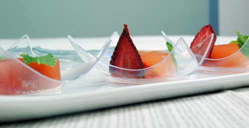 Strawberry daiquiri agar gel side