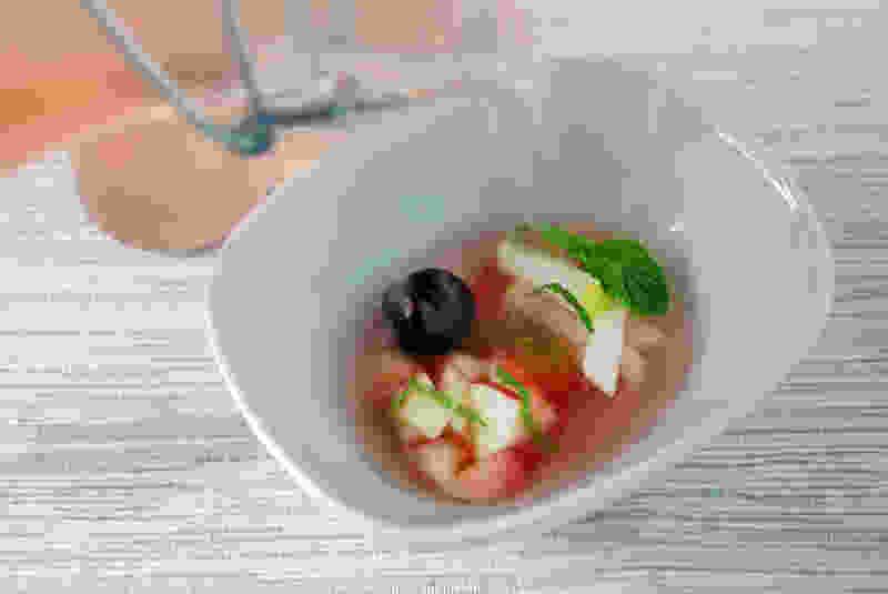 水果沙拉浸泡肉汤浇