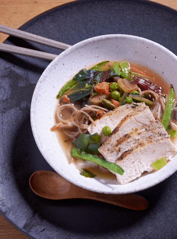 泰国鸡肉汤的真空烹饪