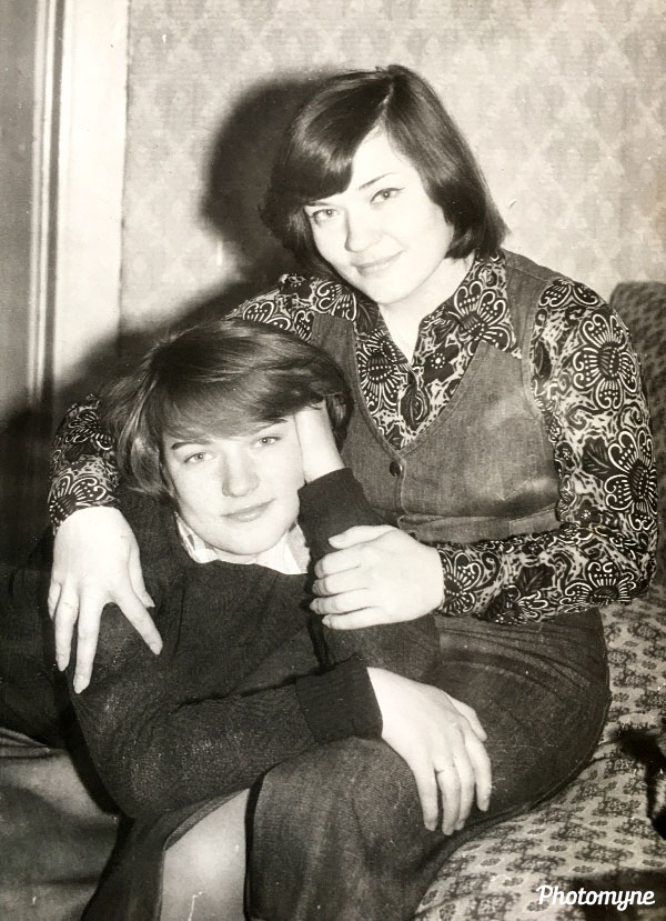 С сестренкой (with my sister). Location and year unknown