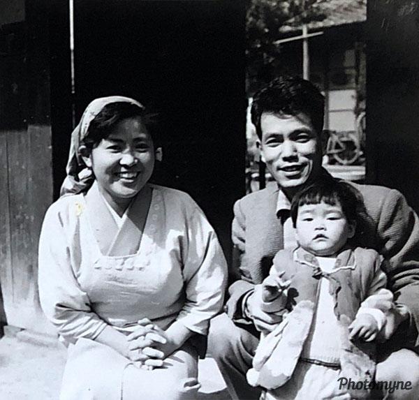 貧乏だったけどしあわせだった子どもの頃 (Even though we were poor, I was a happy child). Japan 1960