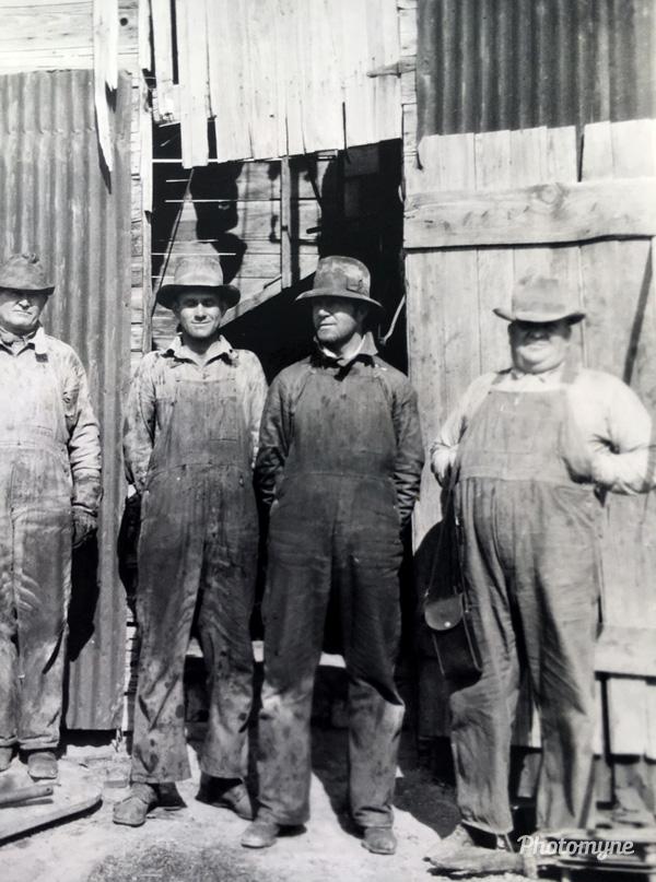 Utah oil well drilling, Tooele, Blackrock, US, 1925